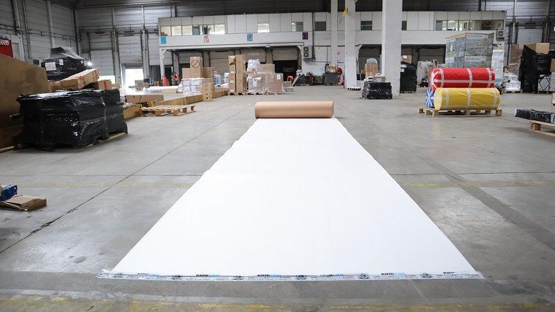 Carton plastifié de protection TETRA - rouleau économique de protection pour sols chantier